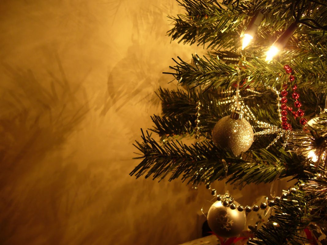 Коледни картички с коледна украса