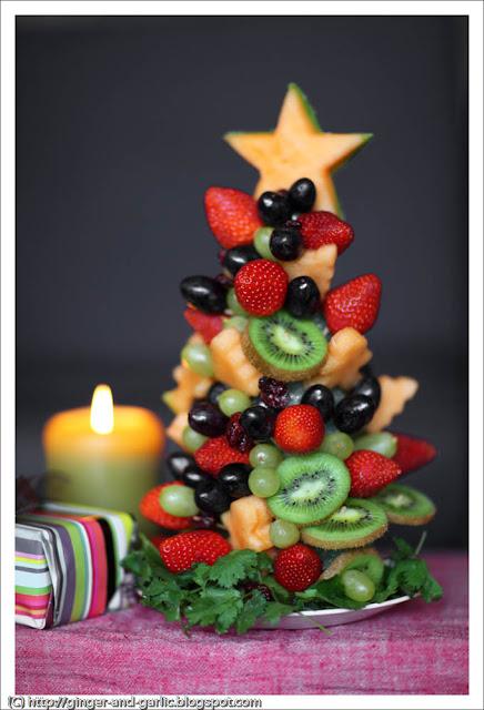 Коледна украса за коледната трапеза оригинална плодова елха