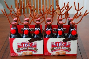 Коледна украса за коледната трапеза с коледни бири елен
