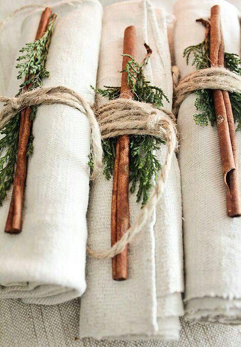 Коледна украса за маса с кърпи
