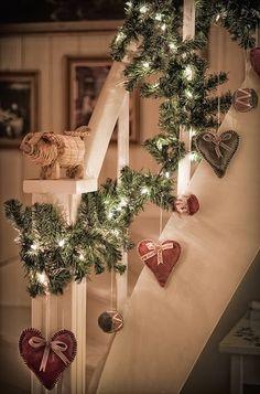 Коледна украса за къщата стълби