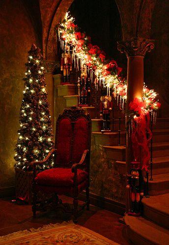 Коледна украса за къщата светещи стълби