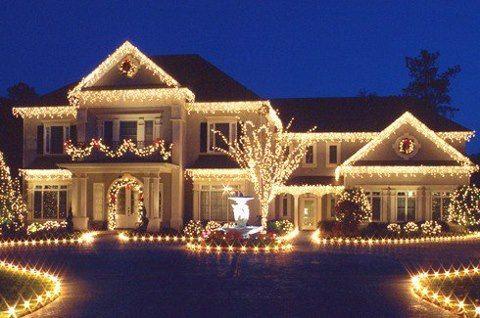 Коледна украса за къщата отвън